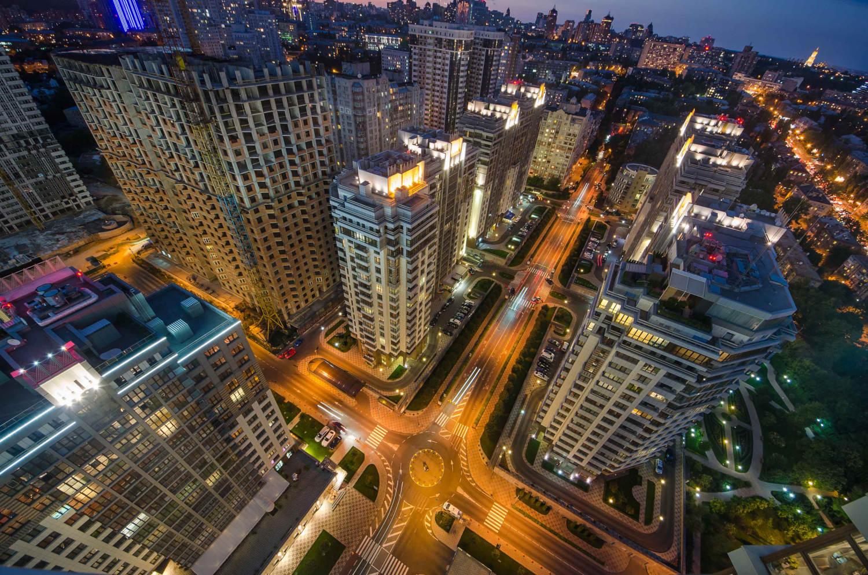 """השקעות נדל""""ן באוקראינה העיר קייב בלילה"""